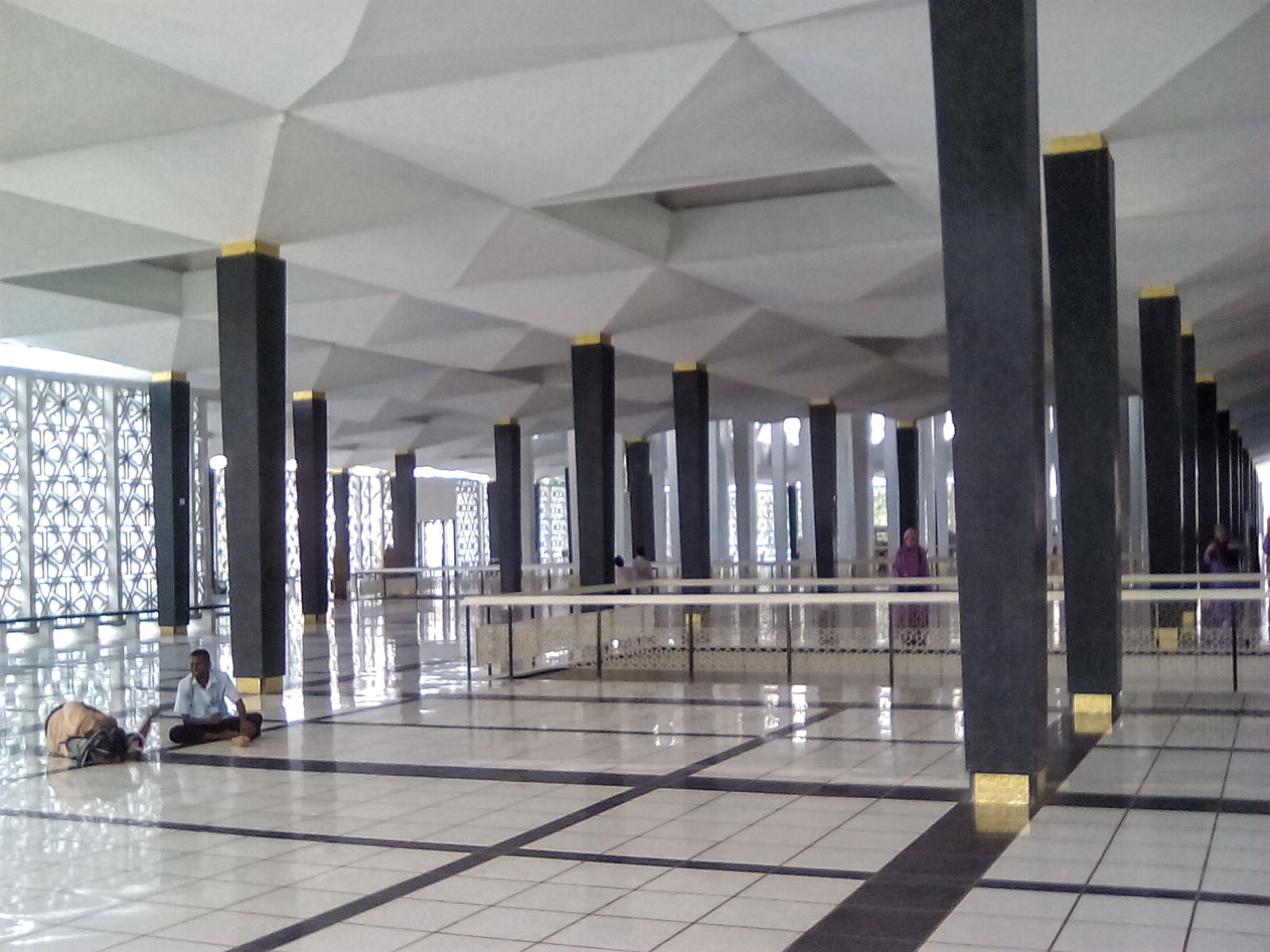 interieur mosquee nationale kuala lumpur malaisie voyage