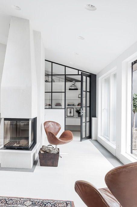decoration fauteuil cuir vintage murs blancs
