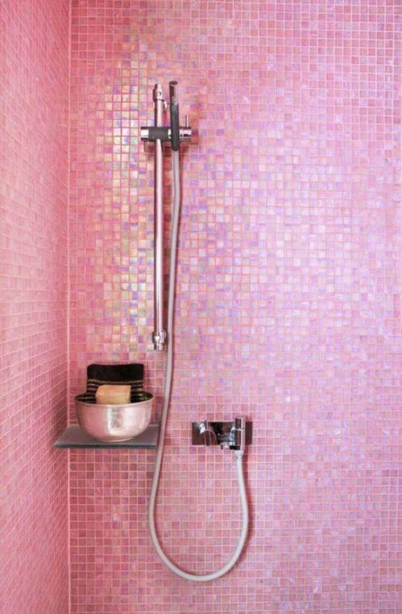 Du rose dans la salle de bain cocon d co vie nomade for Mosaique salle de bain rose