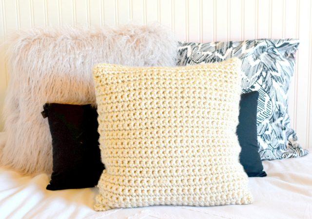 deco chambre coussin laine blanc