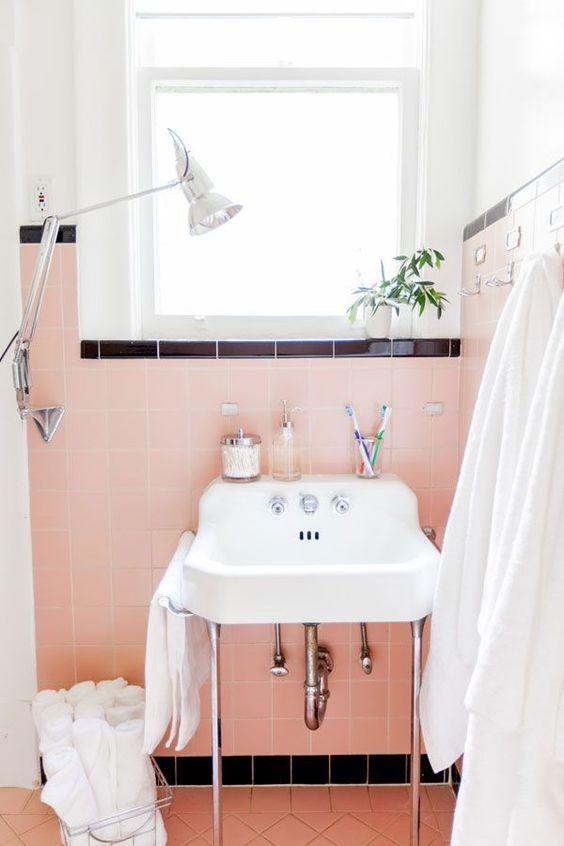 salle de bain decoration retro rose