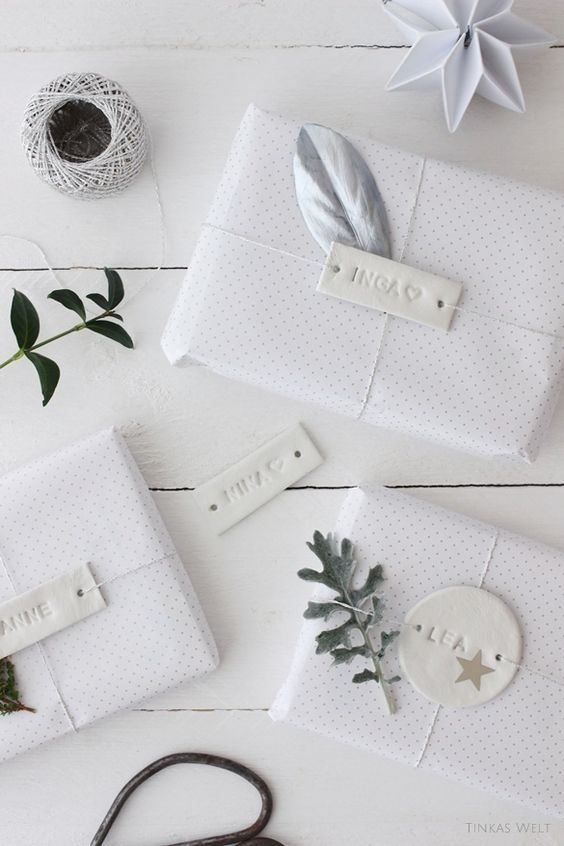 emballage cadeau blanc classe elegant