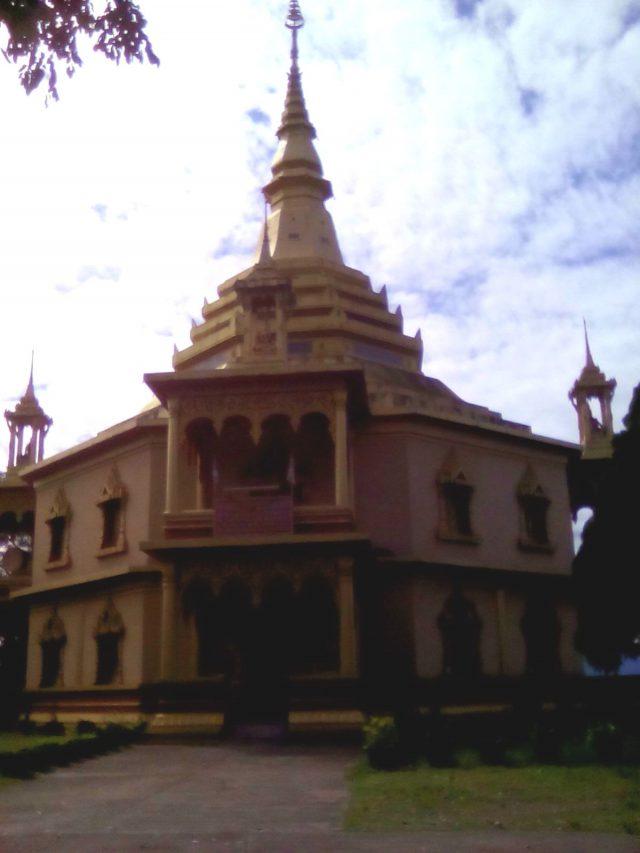 temple bouddhiste montagne hauteur luang prabang laos