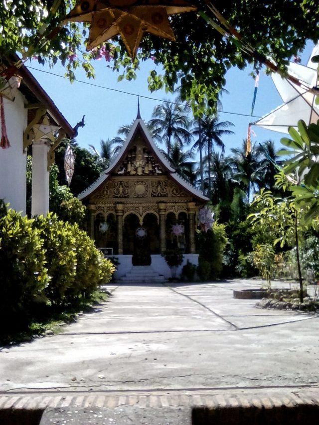 temple centre ville luang prabang laos