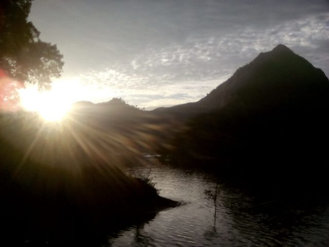 coucher de soleil montagne laos