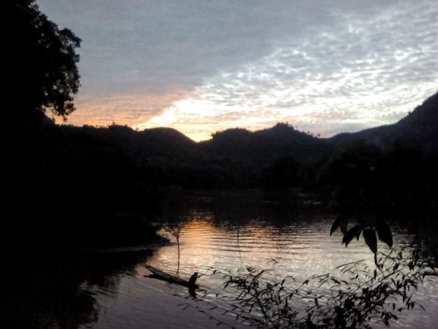 paysage laos soleil ciel montagne nong khiaw