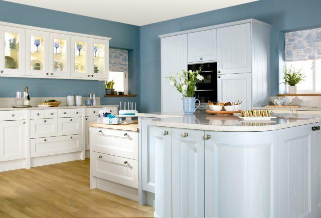 deco cuisine classique blanc et bleu