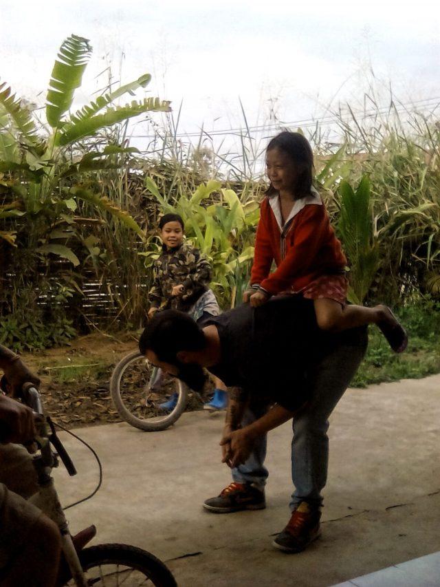 vie nomade laos enfant