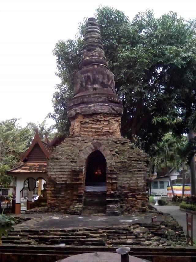 ancienne stupa brique chiang mai voyage thailande
