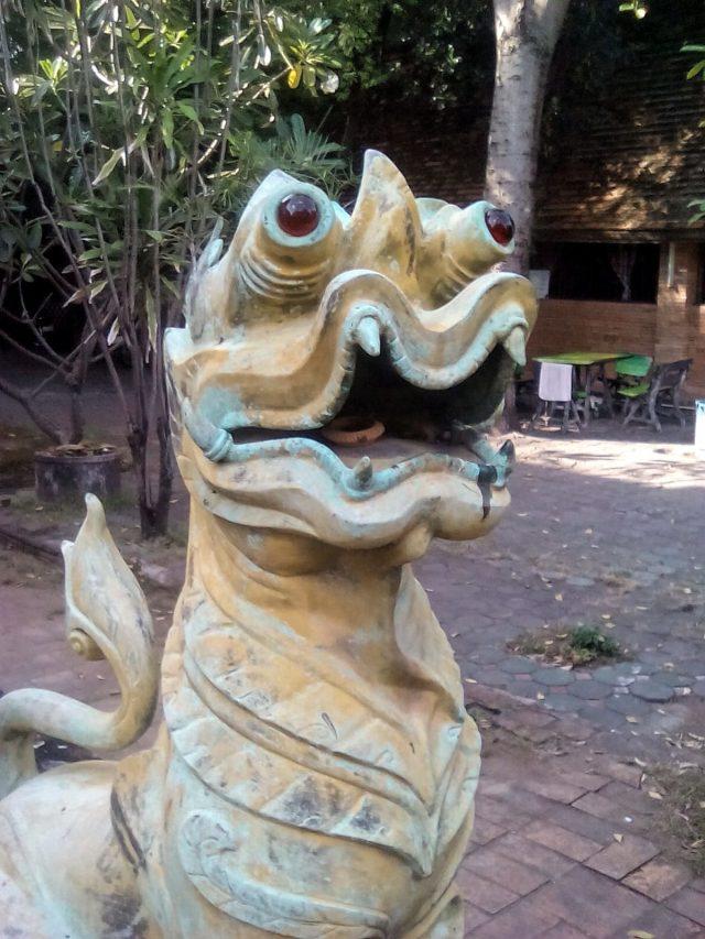detail temple bouddhisme chiang mai dragon