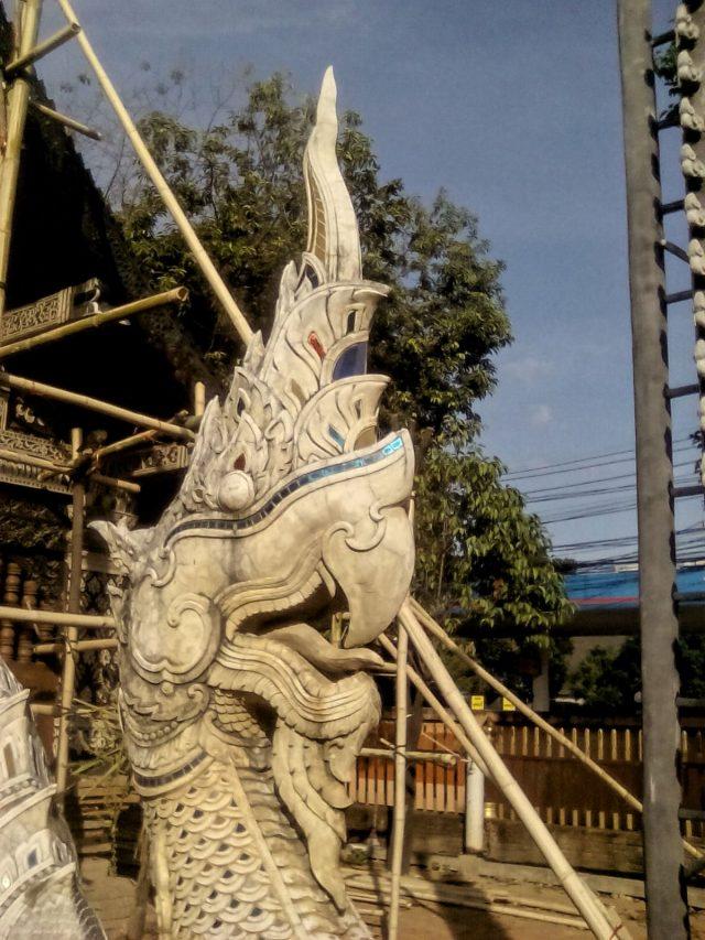 temple bouddhiste detail nagas
