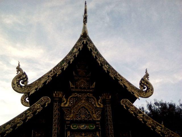temple chiang mai thailande dorure