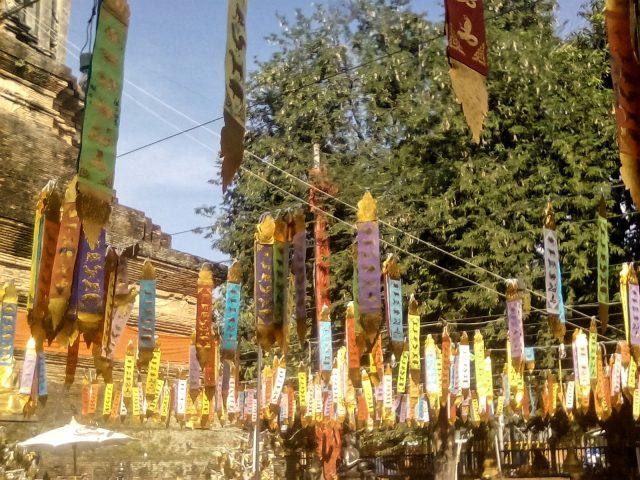 temple message bouddhiste priere chiang mai thailande