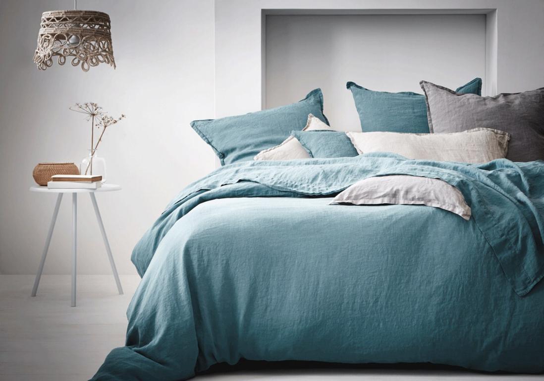 decoration chambre linge de lit bleu vert