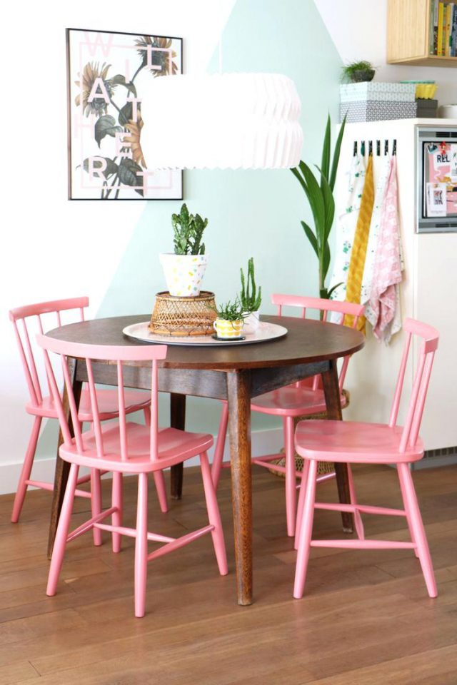 deco salle a manger chaise bistrot rose