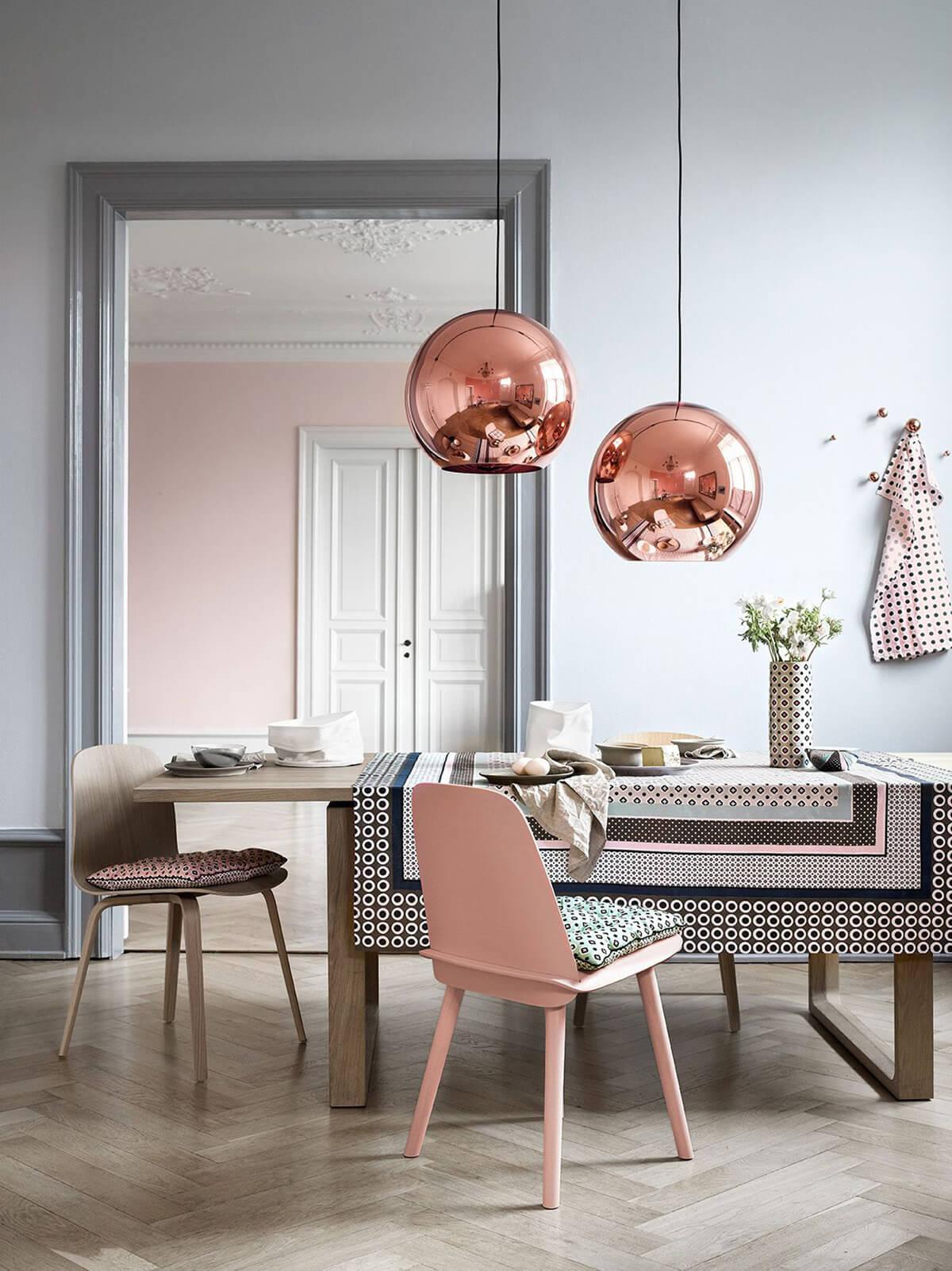 decoration salle a manger gris et rose