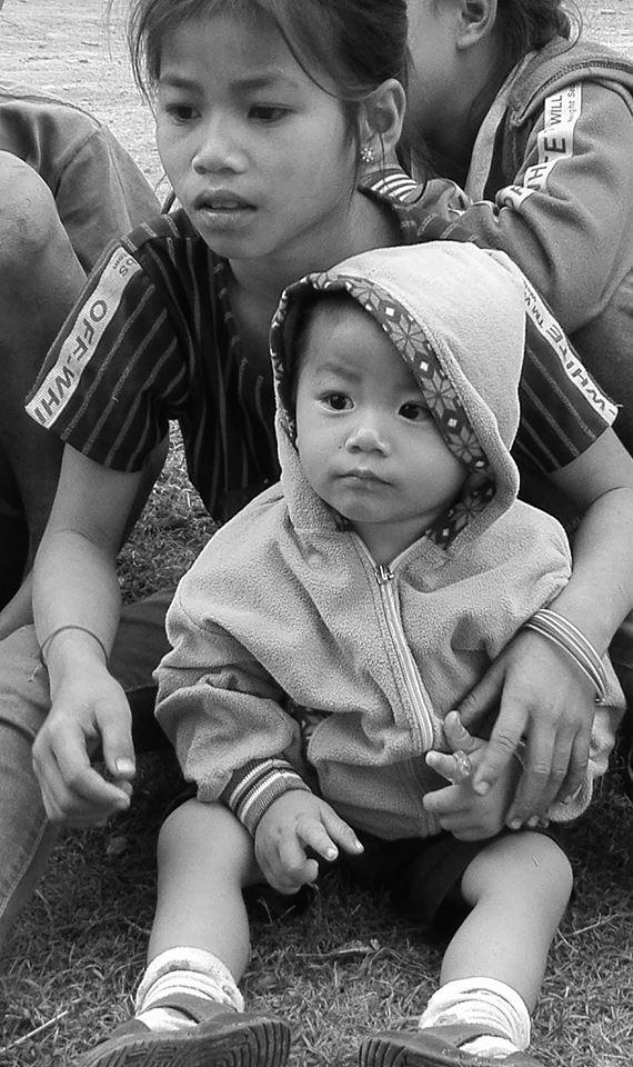 enfant laos noir et blanc