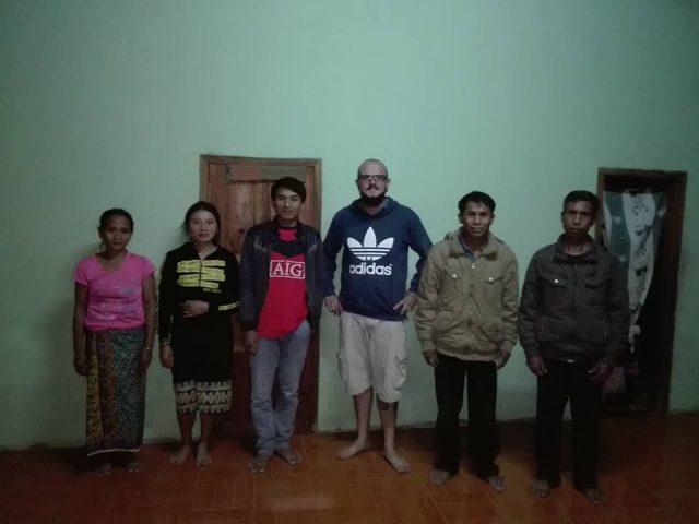 famille au laos village
