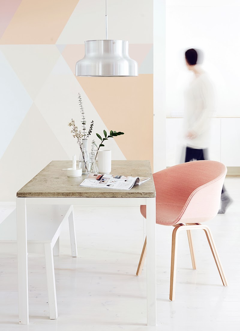 salle a manger table chaise rose deco