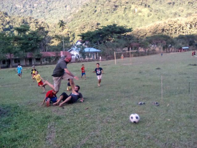 enfant laos muang ngoi football