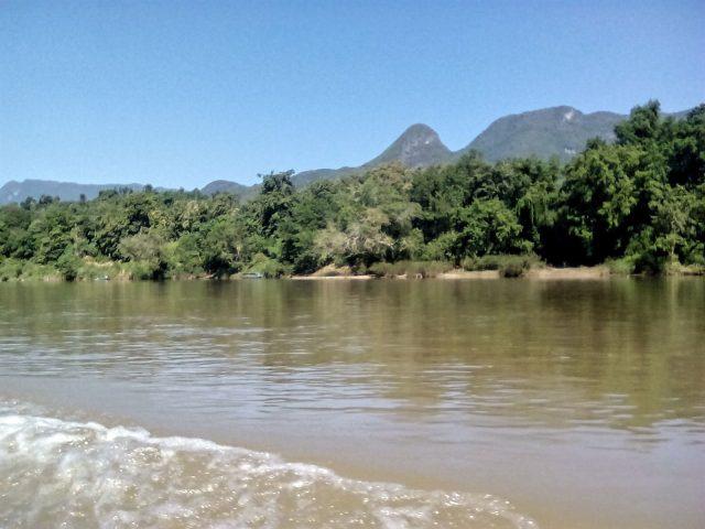 muang ngoi bateau paysage laos