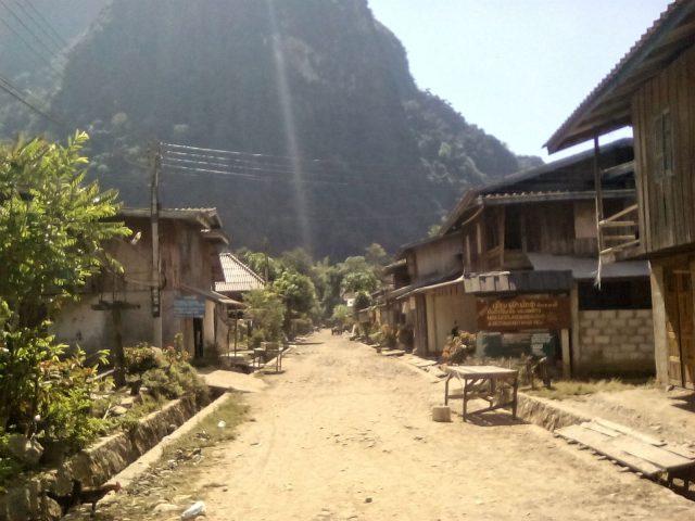 route terre village laos muang ngoi