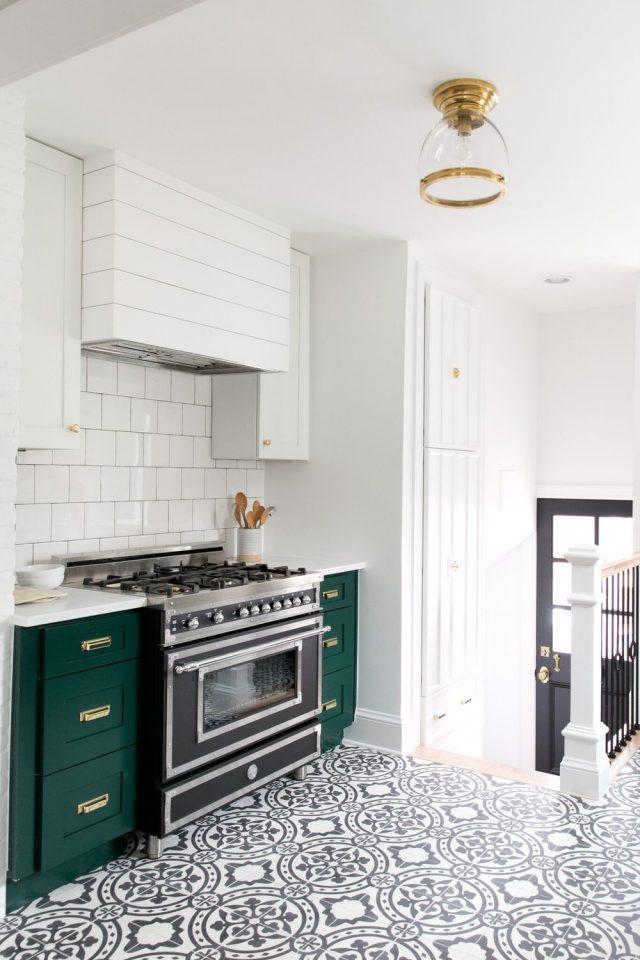 cuisine contemporaine vert et blanc decoration