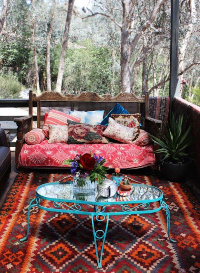 petit balcon deco boheme tapis table basse