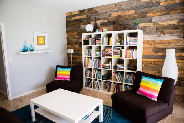petit salon bibliotheque fauteuils