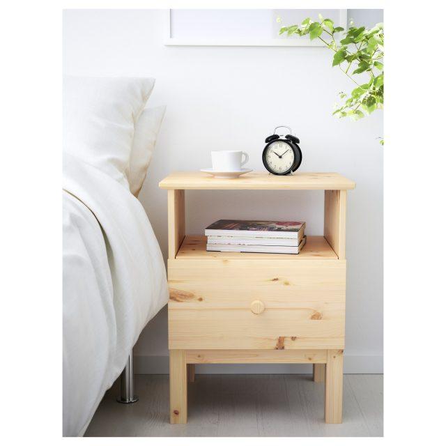 petite table de nuit simple en bois