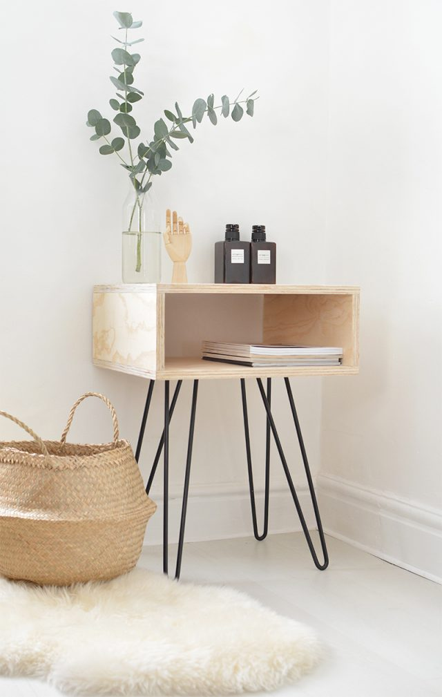 petite table de nuit simple pietement compas decoration chambre