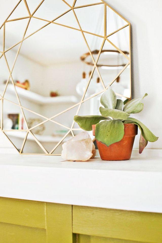 diy miroir personnalise or geometrique