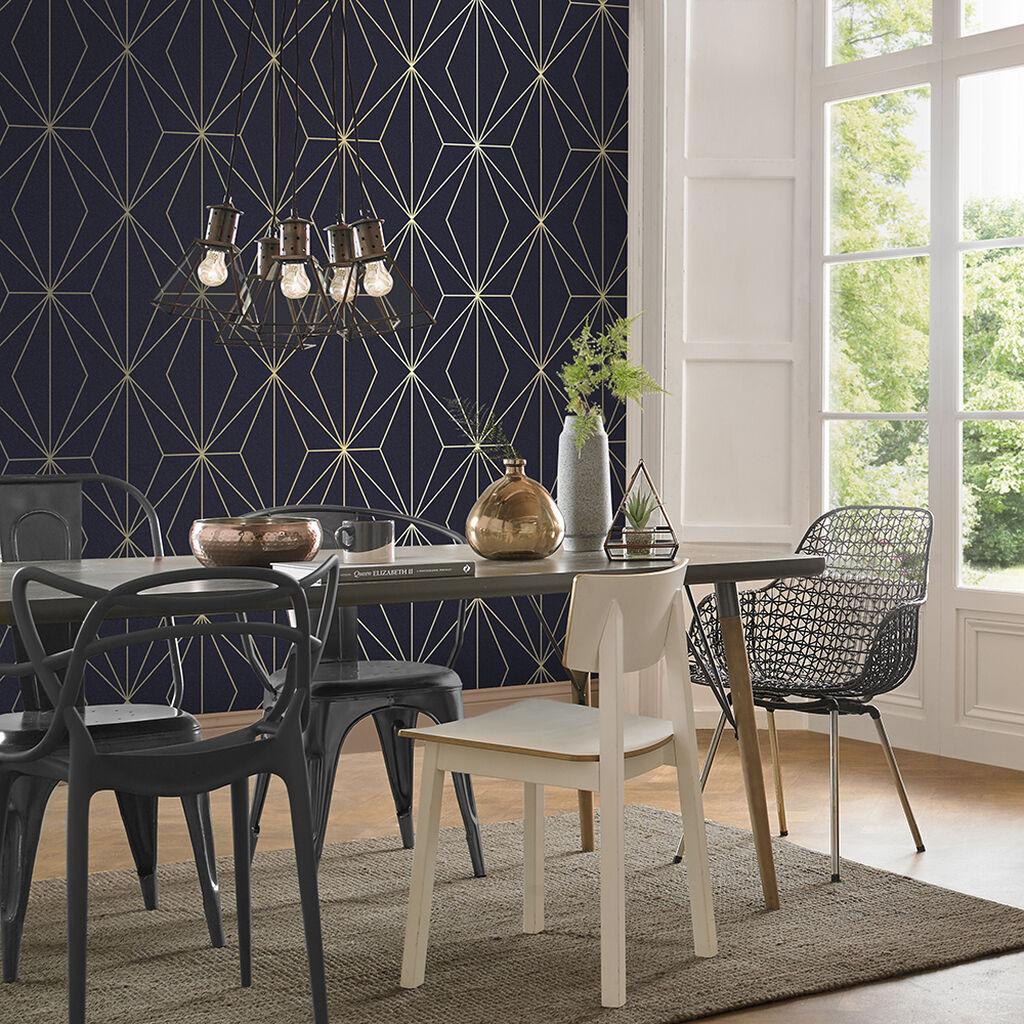 salle a manger papier peint bleu marine or geometrique