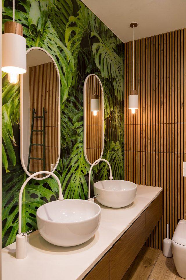 papier peint plante et bois salle de bain