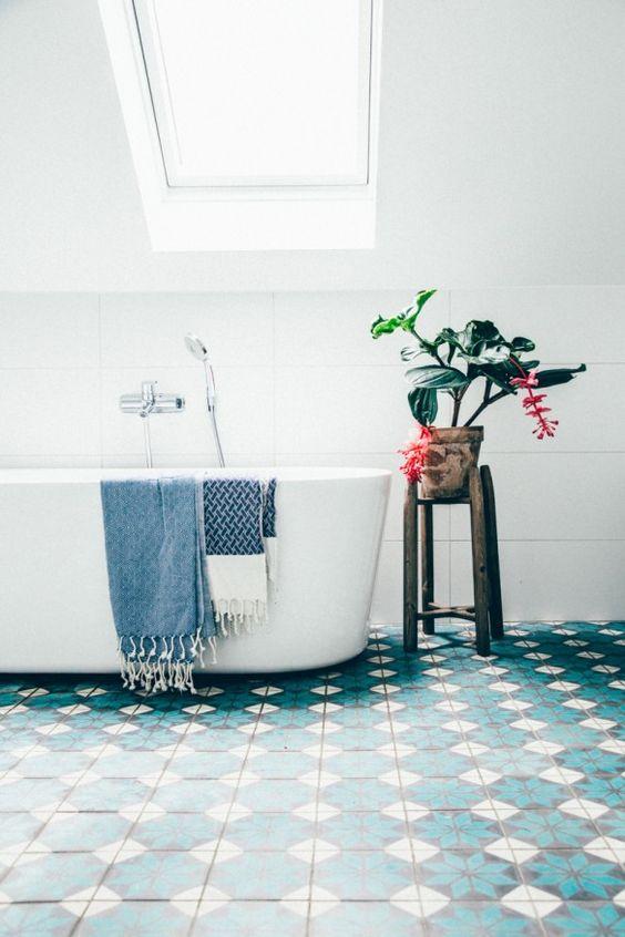 salle de bain carrelage vert idee