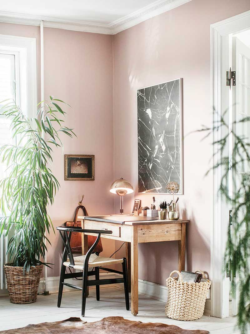 decoration rose et plantes vertes