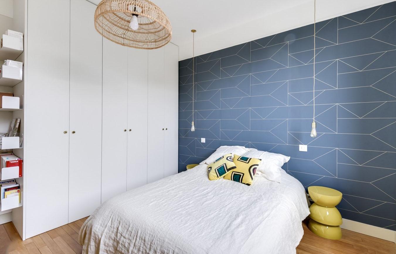 papier peint bleu deco chambre geometrique