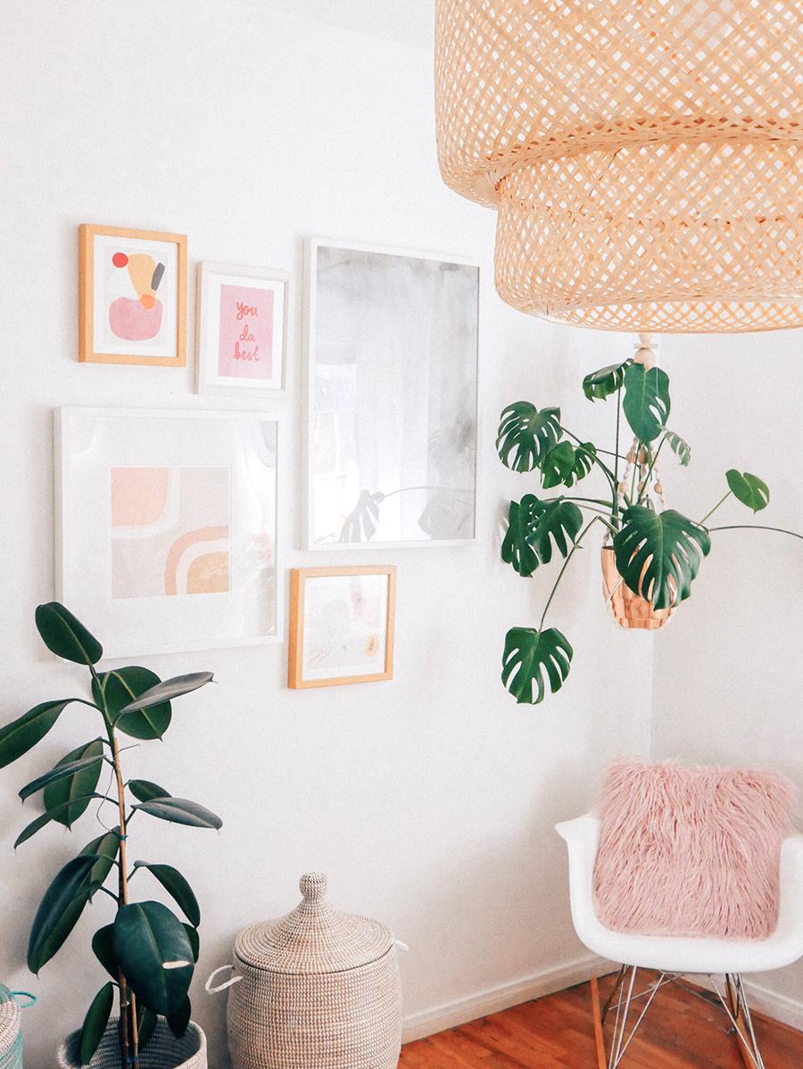 plantes vertes et decoration rose fille