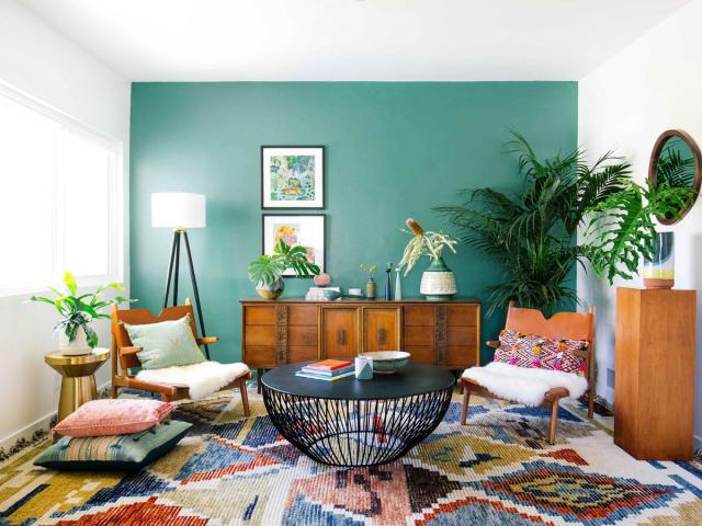 salon tapis boheme mur vert