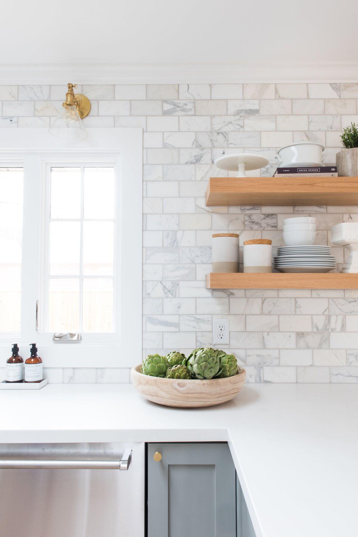 carrelage blanc pierre etagere bois