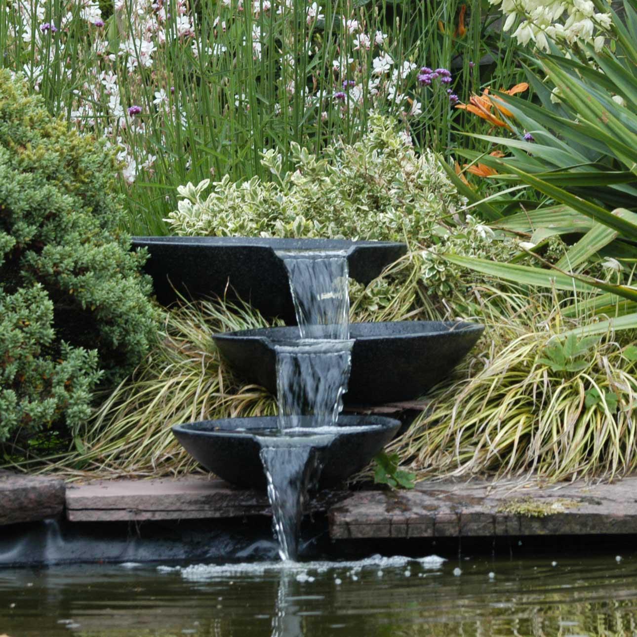 bassin et fontaine relaxant jardin