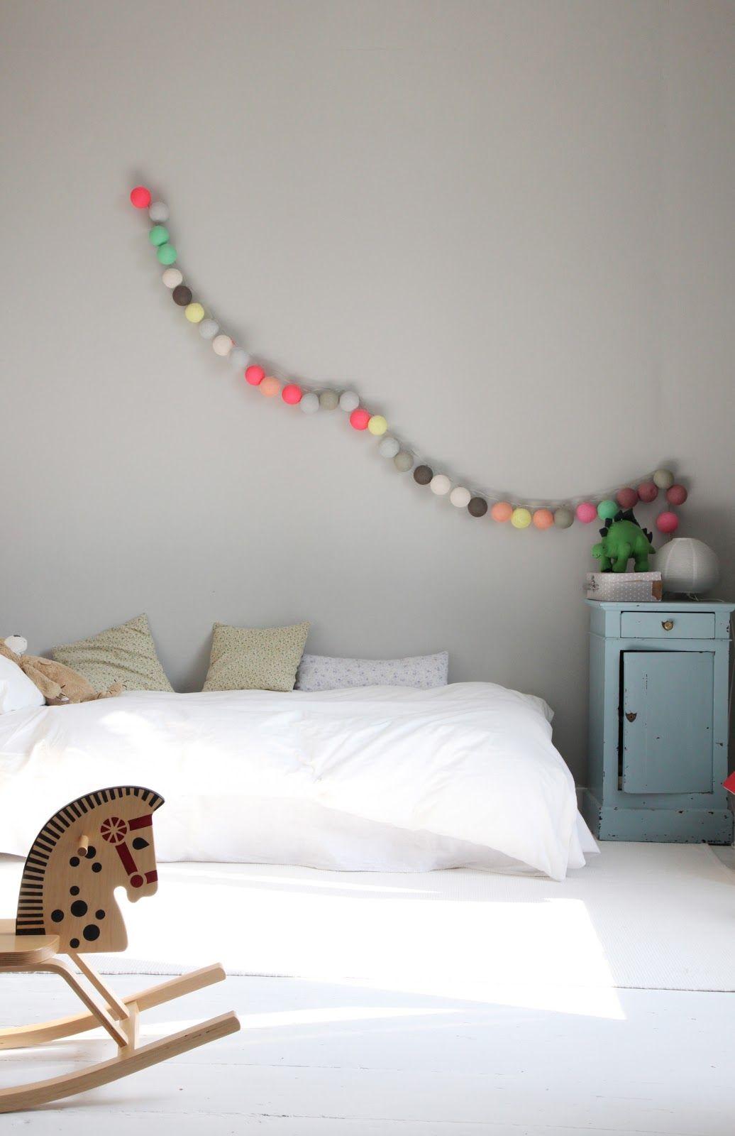 decoration simple et sobre enfant chambre