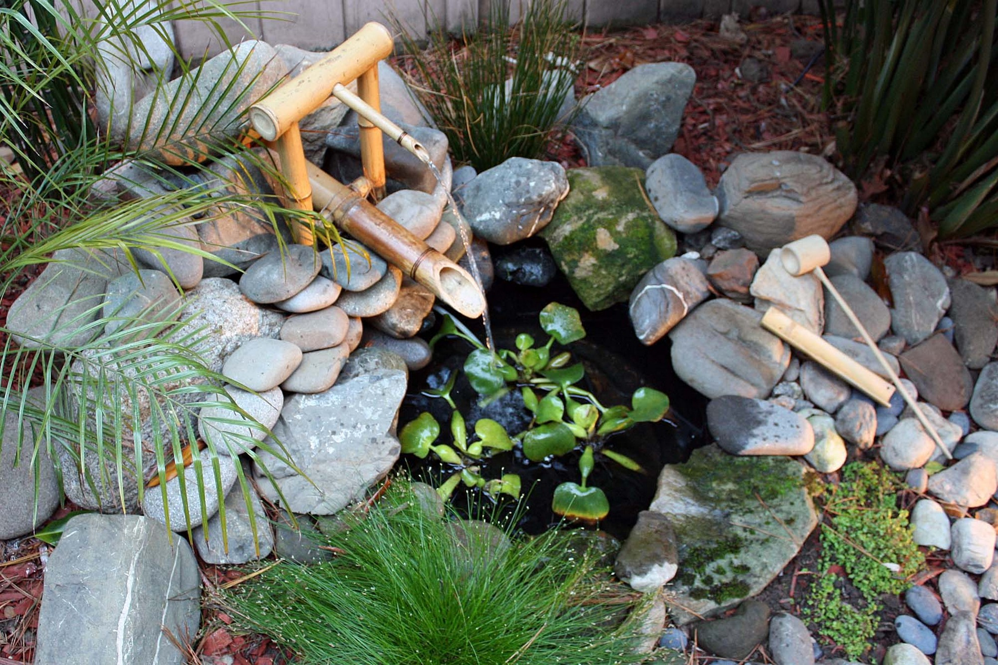 fontaine bambou pierre nature jardin