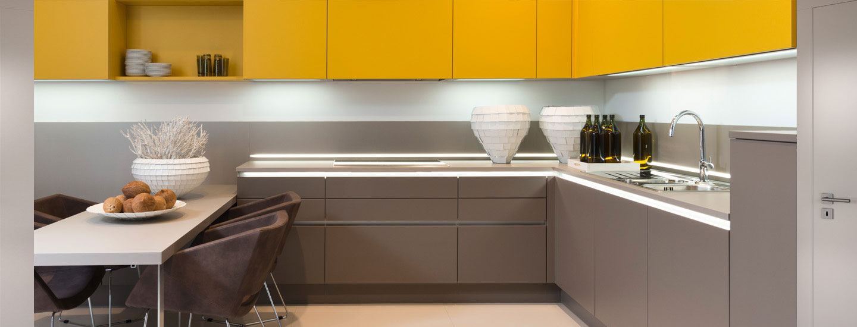 mobilier de cuisine moderne gris et jaune