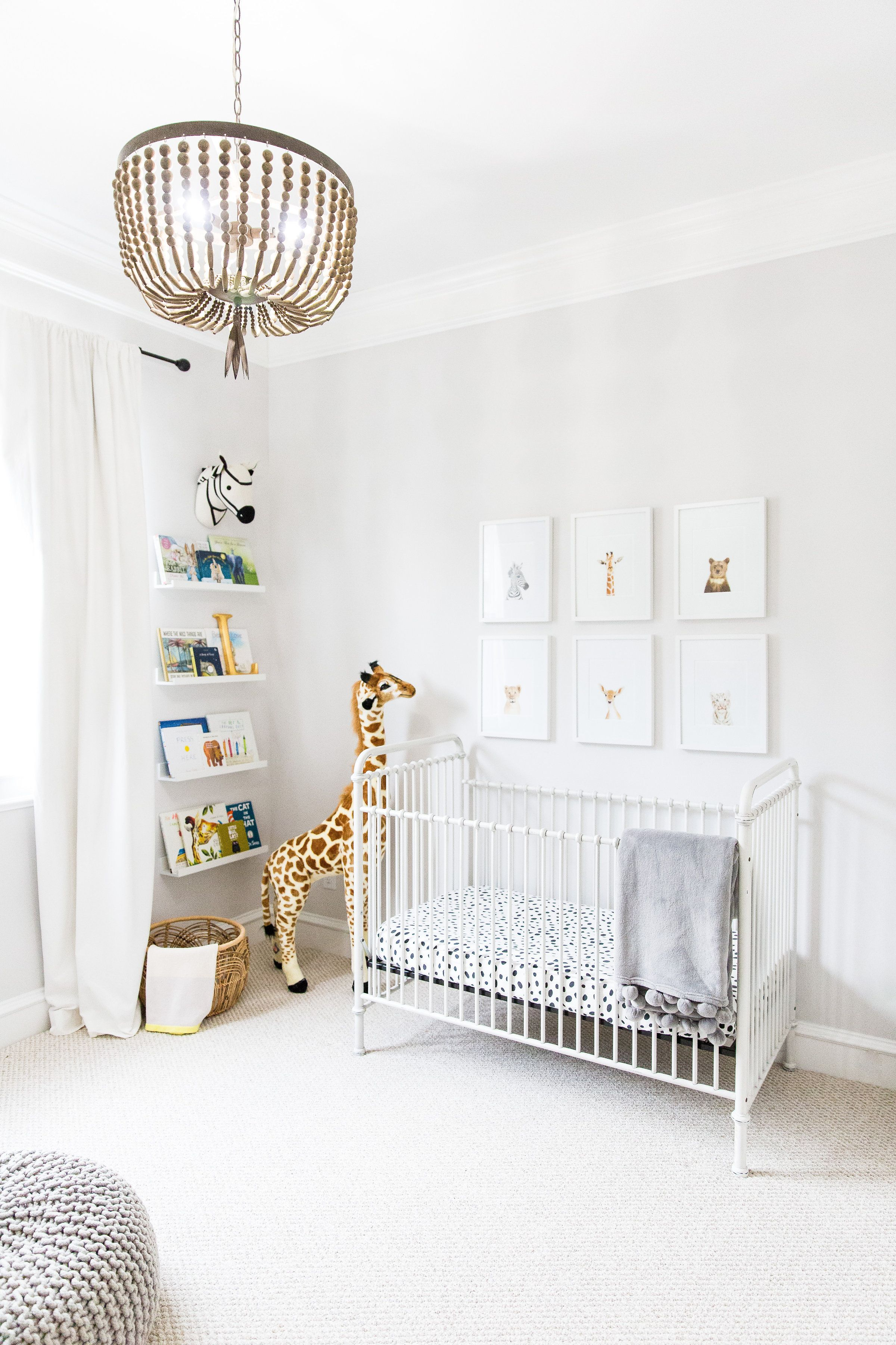 chambre bebe decoration neutre blanc