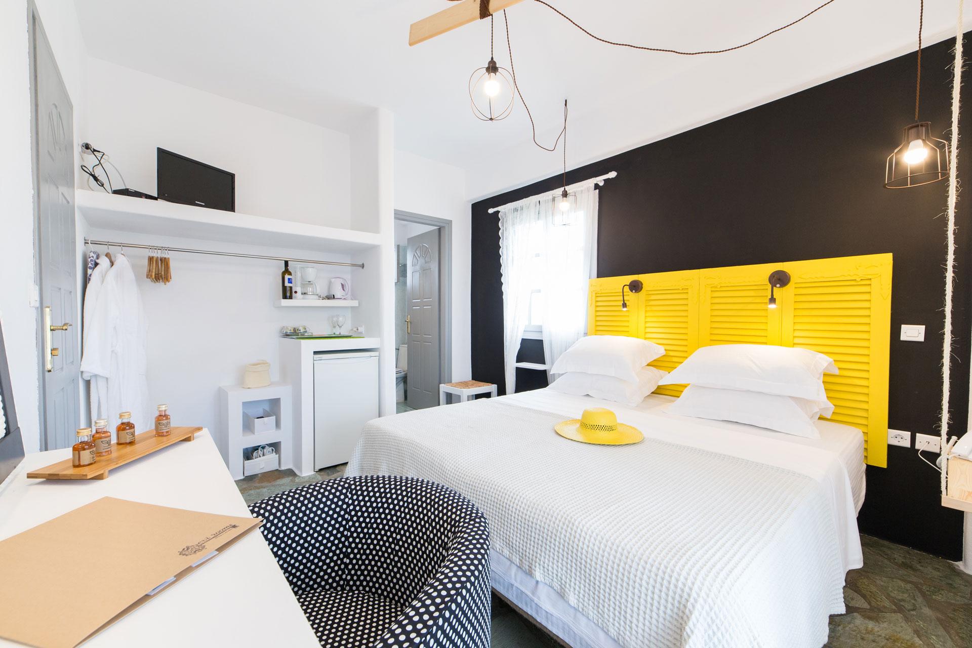 chambre jaune tete de lit