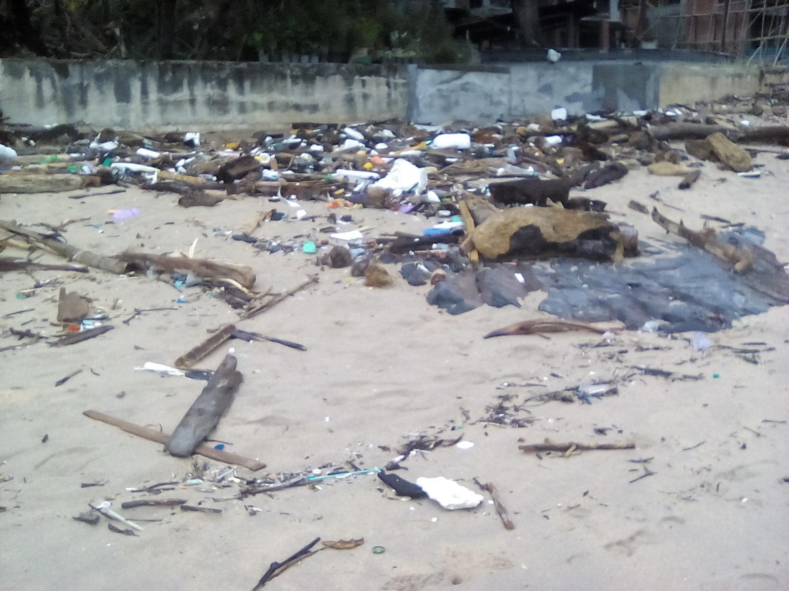 poubelle plage thailande
