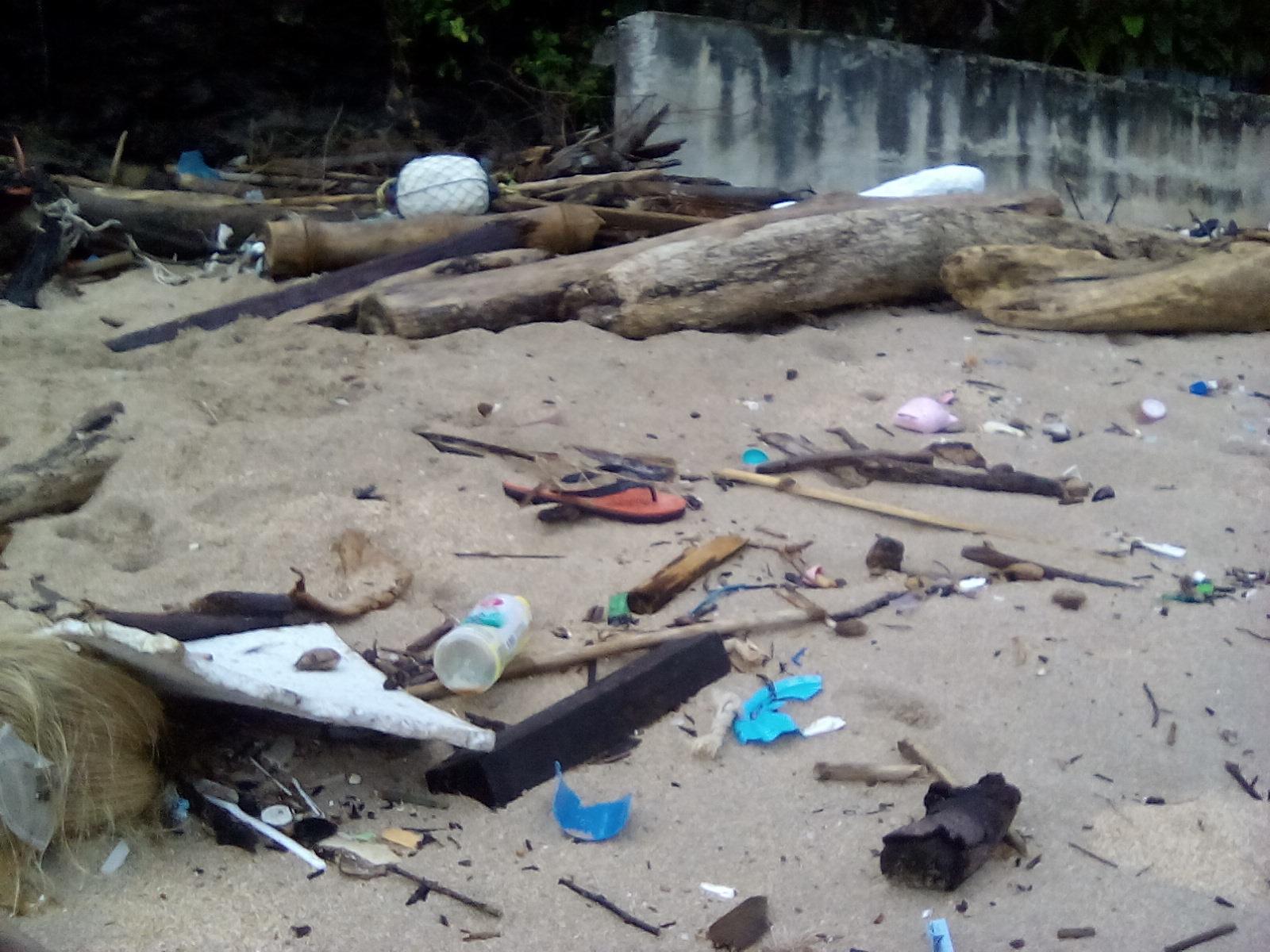 poubelle thailande koh lanta ocean