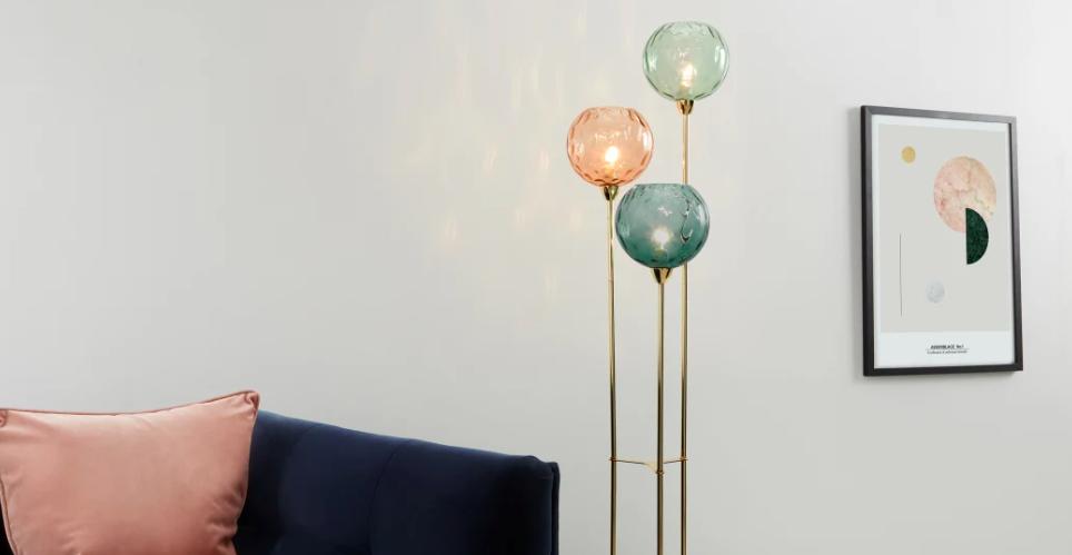 salon lampadaire verre feminin