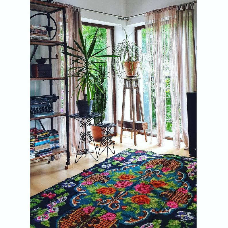 tapis motif floral kilim